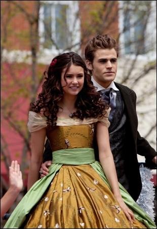 Combien d'originels Elena a-t-elle poignardés ?