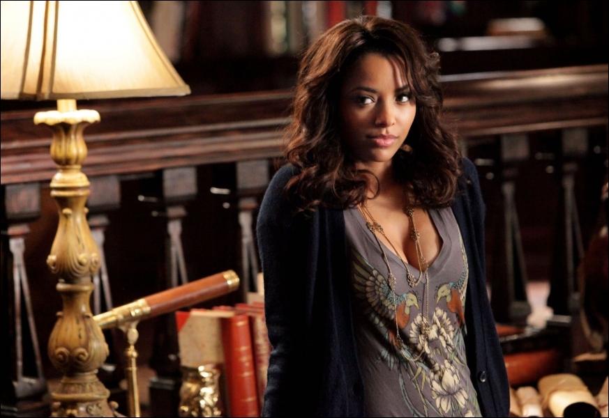 Grâce à qui, Bonnie réussie-t-elle à dessécher Klaus ?