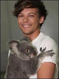 Louis est le plus blagueur du groupe.