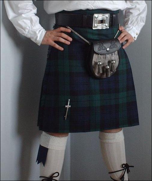 Dans quel pays un homme peut-il être arrêté pour porter une jupe ?