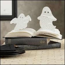 Dans la maison, les fantômes prennent vie par la magie d'une paire de ciseaux et... ?