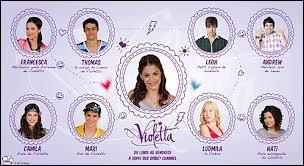 Quelles sont les deux personnes qui aiment Violetta ?