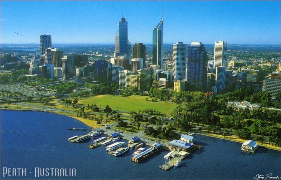 Quelle grande ville d'Australie est sur les côtes de l'océan Indien ?