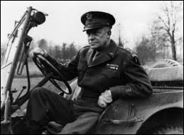 Quel général américain était le commandant suprême des forces alliées et a libéré la France ?