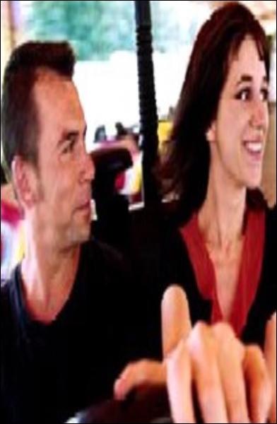 Un film de Patrice Leconte avec Philippe Torreton qui joue le propriétaire d'un manège d'auto-tamponneuses et qui tombe amoureux d'une fille mystérieuse incarnée par Charlotte Gainsbourg. C'est :