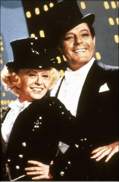 Un des derniers films de Fellini qui met en scène deux anciens danseurs de claquettes qui remontent sur scène quarante ans après. C'est :