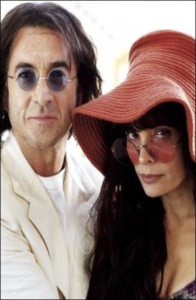 Dans ce film, Marie Trintignant interprète une célèbre chanteuse de blues à la voix rauque morte à 27 ans et François Cluzet tient le rôle du fondateur des Beatles. C'est :