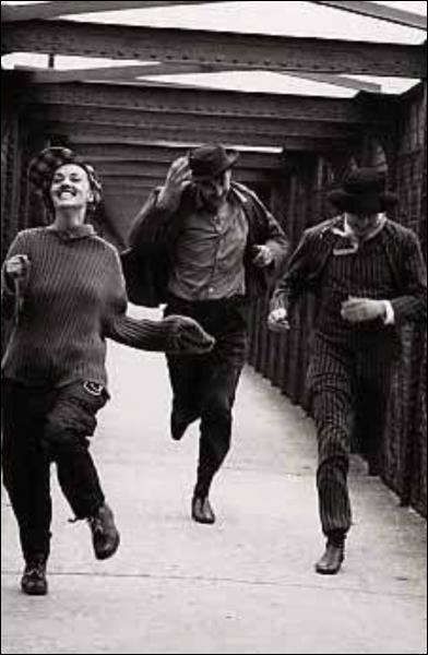 Pour François Truffaut, ils sont tous deux amoureux de la même femme jouée par Jeanne Moreau. Ce sont :