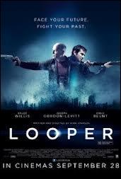 Qui donne la réplique à Bruce Willis dans  Looper  ?