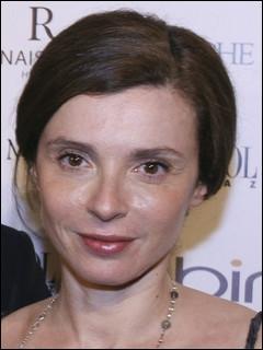 Voici la décoratrice de cinéma française Eve Mavrakis, qui est l'épouse très jalousée également de l'acteur... ?
