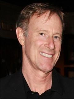 Voici Tom Mahoney, qui est l'époux de l'une des Desperate housewives. Laquelle ?