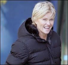 Voici Deborah-Lee Furness, actrice et productrice. Elle est l'épouse également fort jalousée de ?