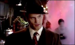 Spencer est-elle au courant que Toby fait partie de la Team A ?