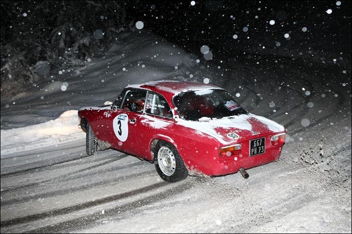 La photo te dit qu'il s'agit d'une Alfa Romeo :