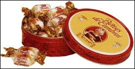 La bêtise est un bonbon de sucre cuit étiré, parfumé à la menthe, de la forme d'un petit coussin de couleur blanche traversé par une rayure dorée de caramel. De quelle ville est-elle la fierté ?