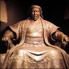 A la mort d'Attila, les différents peuples fédérés par la force s'émancipent. Le grand Empire hunnique disparait. Quel autre conquérant d'Asie centrale parviendra à créer un Empire encore plus vaste que celui d'Attila au XIIIe siècle ?