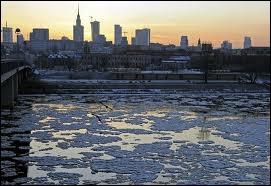Michel Sardou chantait  Un musicien assassinait Mozart ... la neige était recouverte de boue , dans quelle ville se passait l'histoire ?