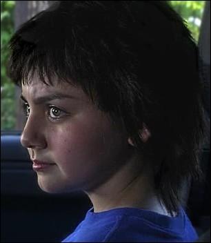 Vous n'avez pas pu oublier cette petite fille dont la présence était capitale dans le tout premier épisode de la 6ème saison. Quelle(s) affirmation(s) à propos d'elle sont vraies ?