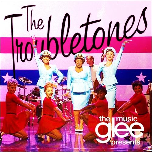 Les 'troubletones' est une chorale créée par Shelby, qui sont les leaders de cette chorale ?