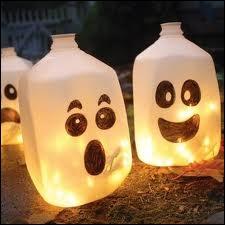 Une idée géniale, des fantômes luminescents, grâce à quelques traits de feutre noir, une guirlande de led, et... ?