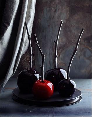 Une merveilleuse idée que ces pommes d'amour revisitées, grâce à un caramel dont la couleur a été foncée. L'autre idée géniale est ?