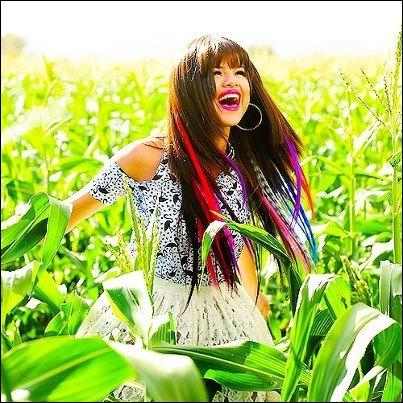 En octobre 2012, quelle est la dernière chanson de Selena Gomez ?