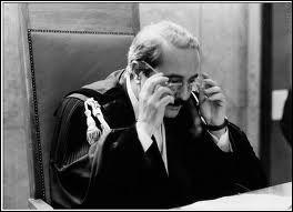 Comment s'appelle le juge sicilien responsable du pool anti-mafia dans les années 1980, à Palerme, tué dans l'explosion de sa voiture en 1992 ?