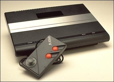 Quel est le nom de cette console arrivée en 1990 en France ?