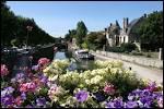 Quelle ville du Centre, célèbre pour ses pralines, est traversée apr le canal de Briare et surnommée la  Venise du Gâtinais  ?