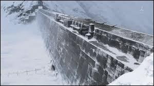 La forteresse dirigée par le général Amstrong se trouve dans les montagnes de...