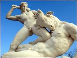 Pasiphaé , l'épouse du roi, tomba amoureuse du taureau. Quel monstre leur union contre-nature engendra-t-elle ?