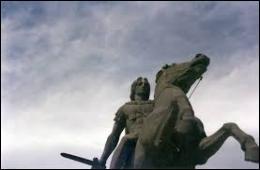 Selon la tradition, le cheval d'Alexandre le Grand, descendrait de l'une de ces juments . Comment s'appelait le cheval du grand conquérant ?