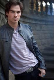 Damon est un vampire plutôt :