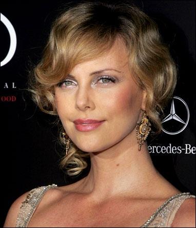 Voici la magnifique Charlize Theron, elle a joué dans ...