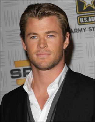 Regarder moi tous ces muscles ! (Je sais on voit rien) Chris Hemsworth a joué dans ...
