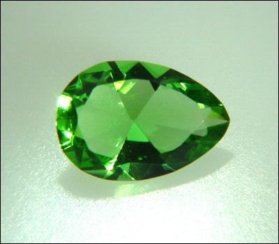 Quel diamant, vert très pâle fut la propriété d'Auguste le Fort vers 1700 ?