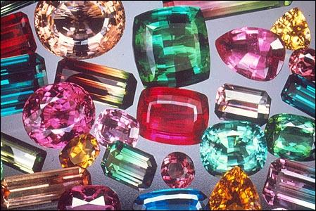 Aucune gemme n'offre une gamme aussi riche que la mienne, mes variétés les plus appréciées sont la rubellite et la verdelite, je suis :