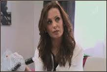 Avec qui Christina, la mère de Nicolas et Sandra, décide-t-elle de retourner vivre ?