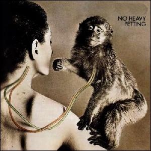 Quel groupe a sorti l'album  No Heavy Petting  ?