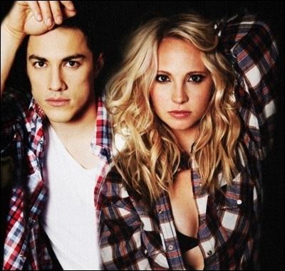 Caroline et Tyler sont dans...