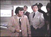 Quel est l'autre péché mignon de Columbo lorsqu'il arrive le matin sur le lieu d'un crime ?
