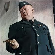 Il vient des pays baltes, il est obsédé par l'or, il est le gros méchant joué par Gert Fröbe mais le nom de son personnage est