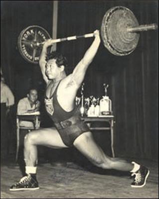 Écartons-nous de Bond juste pour une question et restons avec Harold Sakata (Oddjob). En 1948, il a été aux Jeux olympiques de Londres et a gagné une médaille. Laquelle et pour quel pays ?