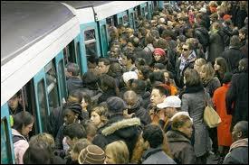 Quel moyen de transport trouve-t-on dans l'expression :  ----, boulot, dodo , pour exprimer la monotonie de la vie du travailleur urbain ?
