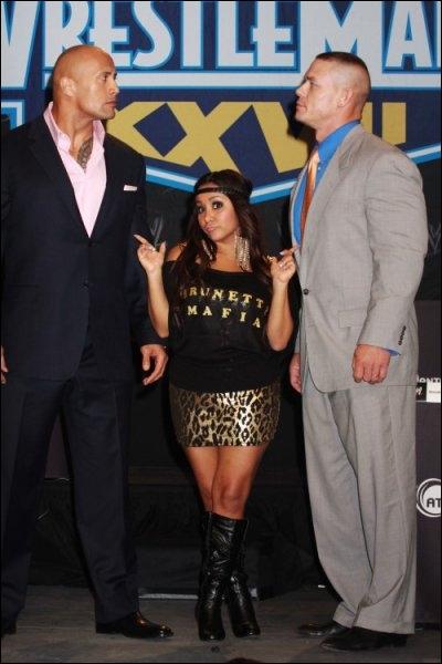 Qui est cette jeune fille entre The Rock et John Cena ?
