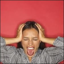 Lorsqu'on veut qu'une personne nous laisse tranquille, on lui crie :  Lâche-moi les ---- !