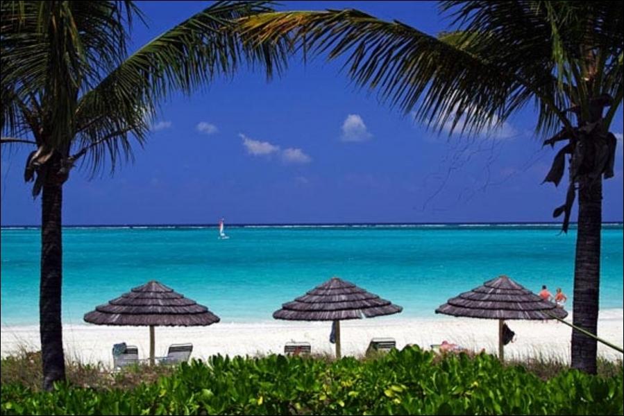 Turks et Caicos est un archipel de trente îles des Antilles, c'est un territoire britannique.  Antilles  provient d'un mot portugais qui signifie :