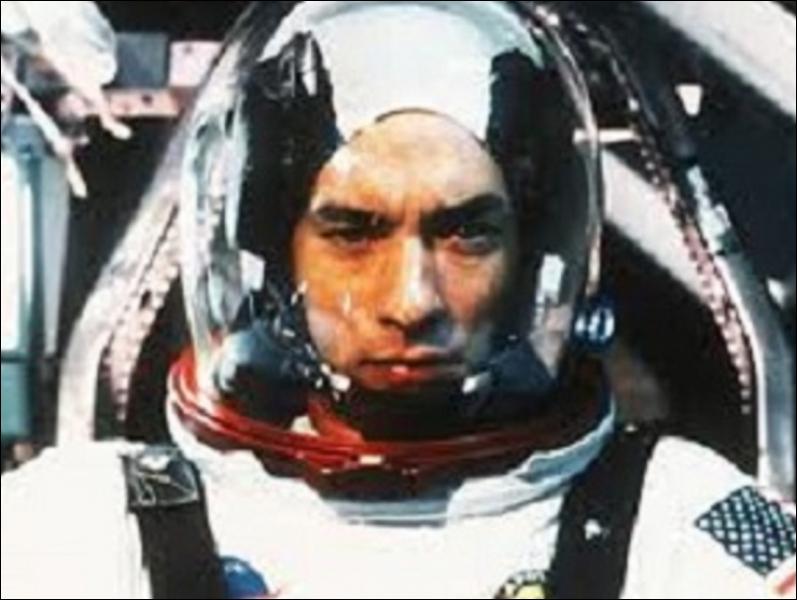 Quel acteur américain a joué dans  Forrest Gump ,  Apollo 13 ,  Arrête-moi si tu peux  et  La Ligne verte  ?