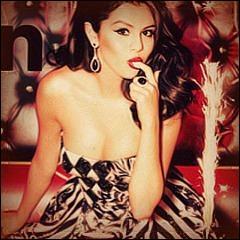 Quel magazine a élu Selena Gomez  femme de l'année  ?