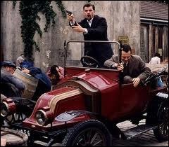 La gouaille de Philippe Clay pour annoncer la couleur, une volière de vieux tacots, et des acteurs chevronnés, ont fait de cette série policière un grand succès...